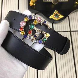 Vente en gros 2018 mode chaude, ceinture en cuir de marque de haute qualité, ceinture luxueuse à boucle en diamant pour dames et ceinture de loisirs.