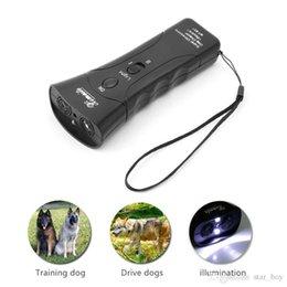 Repelente para perros portátil Ultrasonido Infrarrojo para perros Disuasor de corteza Buen comportamiento Dispositivo de entrenamiento para perros Ataques de animales Repelente Linterna en venta