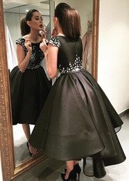 $enCountryForm.capitalKeyWord Australia - 2019 A-Line Black Short Prom Dresses With Sleeves Scoop Neck Zipper Back White Appliques Hi-Lo Prom Gowns Formal Dresses Evening Wear