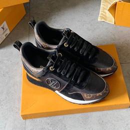 Zapatos deportivos de mujer Zapatillas de deporte con cordones Run Away Zapatos de mujer Calzados Chaussures de femmes Venta caliente 2019 Zapatos para mujer Casual Caja original en venta