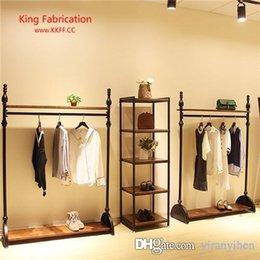 Estante de exhibición de la suspensión de la tienda de ropa, madera maciza antigua, suspensión montada en el piso, estante de exhibición de la ropa del arte del hierro en venta