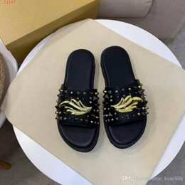 $enCountryForm.capitalKeyWord NZ - Top fashion brand men casual slippers rivet element decoration men fashion slippers and beach shoes