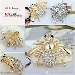 big diamond brooches NZ - Europe and the big diamond brooch brooch dress cute Bee suit cardigan pin sell adorable artifact head wholesale