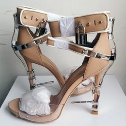 $enCountryForm.capitalKeyWord Australia - Rhinestone Spiked Chunky Heel Sandals Hollywood Fashion Lock Buckle Peep Toe High Heel Sandals Summer Shoes Women
