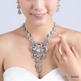 Wholesale New Design Elegant Silver Plated Pearl Rhinestone Bridal Necklace Earrings Jewelry Set Cheap Accessories for Prom
