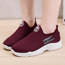 Vente en gros Designer Chaussures habillées Date Femmes Casual Plus Warm Velvet Suede Bout rond Sport Sneakers Couleur unie Bouche peu profonde Simple Bottes