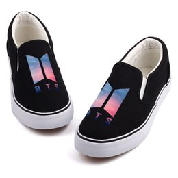 $enCountryForm.capitalKeyWord NZ - Hot Sale-Fashion K-POP Music Star Printed Canvas Shoes Mens Boys Casual Slip On Korea-Pop Design Students Board Shoes Tenis Flat Loafers