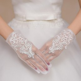 $enCountryForm.capitalKeyWord Australia - 2019 Beautiful White Lace Full Finger Short Bride Wedding Gloves Wedding Accessories For Wedding Prom Evening
