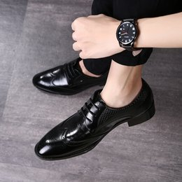 White oxford flats online shopping - 2019 Luxury Brogues Shoes Fashion Men Formal Business Shoes High Quality Pointed Oxfords Flat Shoes Big Size