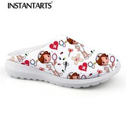 $enCountryForm.capitalKeyWord Australia - INSTANTARTS Women Beach Home Slippers Fashion Nurse Shoes Medical Doctor Sandals Female Summer Mesh Flats Sandalias Mujer