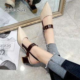 2019 primavera nuovi sandali voluminosi caviglia bocca tacco alto scarpe pompe a punta scarpe da lavoro donne sexy tacchi alti x21 in Offerta