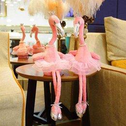 Großhandel Neueste Elektrische Flamingo Plüsch 35 cm Krone Perlenkette Tanzen Gesang Gefüllte Tier Musik Puppen Neuheit Artikel