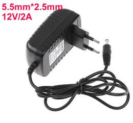 AC 100V-240V para DC 12V 2A 5,5 milímetros x 2,5 milímetros plug conversor carregador de parede Fonte de alimentação Adapter UE US UK Plug UA em Promoção