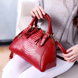 $enCountryForm.capitalKeyWord Australia - 2018 Crocodile Pattern Leather Women's Handbags Luxury Designer Messenger Bags For Female Shell Type Ladies Hand Bags Bolsa Qf15 Y19061903