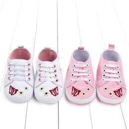 $enCountryForm.capitalKeyWord Australia - Ins embroider butterfly baby shoes flower baby girls shoes canvas infant shoes casual Moccasins Soft toddler girl designer shoe A7143