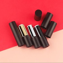 $enCountryForm.capitalKeyWord Australia - 50 pcs 1.21 Caliber Lipstick Tube New Black White Plastic Lip Packaging Bank Container Men's lip Care Free Shipping