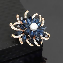 $enCountryForm.capitalKeyWord Australia - Fancy Gold Plated Alloy Stunning Crystal Rhinestone Flower Brooch For Wedding Luxury Lady Gift Clothes Jewelry Pins