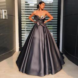Sexy pink line dreSS online shopping - Sweetheart Flowers Appliques Black Prom Dresses A Line Long Sleeveless Satin Evening Gowns Vestidos De Festa