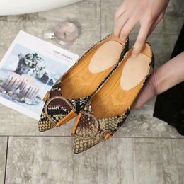 Serpentine Buckle NZ - Hottest Sale Summer Women pointed Flat Casual shoes Luxury Designer Outdoor Serpentine printing Double D buckle Strap loafers With Box