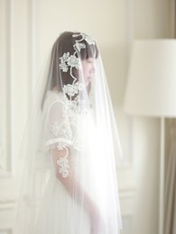 Two layer walTz veil online shopping - New Best Selling fashion Two Layer Cut Edge Applique Waltz Length White Ivory Champagne Meidingqianna Brand Alloy Comb Bridal Veils