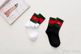 $enCountryForm.capitalKeyWord NZ - 2 Colors Cotton Brand Embroidery Sport Socks Two Tone Sport Fashion Bee Stockings Red Green Female Christmas Stocking Hip Hop Casual Socks