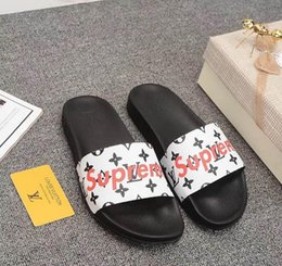 Media Player Australia - Designer Slippers Brand Desinger Slides Mens Flip Flops Summer Skid Resistance Beach Flat Slippers Shoes Luxury Football Player Fashion