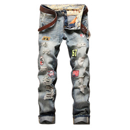 $enCountryForm.capitalKeyWord Australia - New Men's Retro Nostalgia Straight Jeans Personality Male Badge Distressed jeans Man's Casual Long demin pants patch Trousers