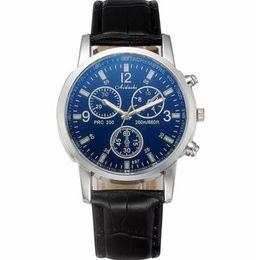Reloj casual con correa de tres ojos de cristal Blu-ray de los hombres Reloj de regalo Wei Shang