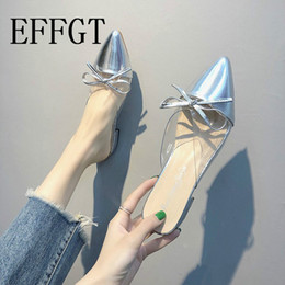 1f8d7e512 EFFGT Sliver transparente chinelo casual mulheres bowtied pointy chinelos  de salto baixo senhoras sandálias de dedo do pé fechado mulher coreano  sapatos ...