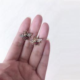 Vente en gros Nouveau luxe célèbre Designer Stud boucle d'oreille Vintage strass perle abeille boucle d'oreille marque européenne Designer bijoux cadeau pour l'amour