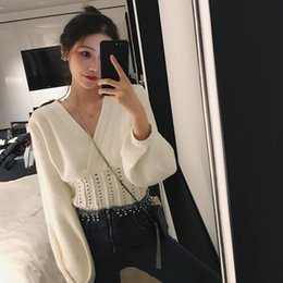 loose korean blouses Australia - Spring 2019 new Korean chic chic temperament V collar collection waist white sweater loose short sweater blouse for women