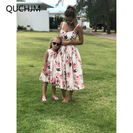 $enCountryForm.capitalKeyWord NZ - 2018 New Hot Family Matching Mother And Daughter Clothes Sleeveless Floral Dress For Mommy Me Kids Girls Baby Mom Daughter Dress Y19051103