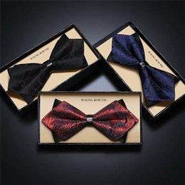 Vente en gros Costume de mariage des hommes de la mode européenne robe de garçon de marié noeud haut de gamme noeud de cravate originale en boîte sans fret