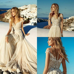 China Sexy New Fitted Champagne Beach Wedding Dresses 2020 Off The Shoulder Lace Boho Cheap Bohemian Button Back Robes de mariée bohème BC1819 cheap cheap fitted backless wedding dresses suppliers