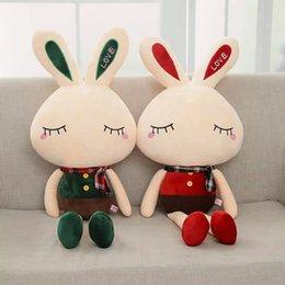 1 pc 68 cm / 95 cm Longo Vermelho / Verde Roupas Coelho Brinquedo De Pelúcia Macia Dos Desenhos Animados Animal Bunny Recheado Boneca Pingente Sofá Travesseiro Bebê Crianças presentes