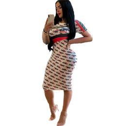 501afb7f42 Été F Lettre Imprimé Femmes Moulantes Robes À Manches Courtes Robe Genou  Longueur Jupes Night Club Vêtements S-XL 2019 C41501