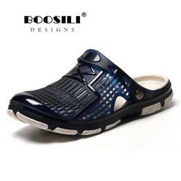 Venta al por mayor de 2019 nuevo para hombre sandalias de verano jalea Eva Hollow hombre zapatillas jardín zapatos moda transpirable playa iluminada chanclas pisos agua # 209747