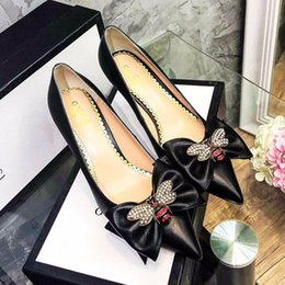 girls high heels pearls NZ - 2019 The new highquality womens leather shallow mouth Girls heels, fashion high heels professional wedding lowHee pearl inlaid enamel qe