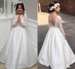 Wholesale 2019 Holly Flower Girls Dresses For Weddings Scoop Neck First Communion Dress Long Sleeve Backless Appliqued Little Girls Pageant Gowns