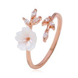 b33af9f268fa Flores comprometidas Moda exquisita Mujer Anillo de Plata 925 Señoras  Creativas Circón Anillo Rosas En Forma de Rama Abierta Joyería del anillo