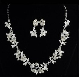 $enCountryForm.capitalKeyWord NZ - hot new European and American new bridal wedding decoration wholesale two-piece set pearl leaf necklace earrings jewelry set fashion classic