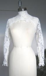 7946f5b2f0 Barato Marfim Branco Nupcial Wraps Lace Applique Gola Alta Manga Longa  Xales Casacos De Casamento Bolero Para Vestidos de Casamento Fotos Reais
