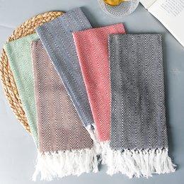 Venta al por mayor de 2019 Nuevo producto: servilleta de tela plano original con estilo que hace punto borla artificial de 38 * 62cm