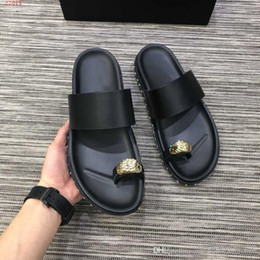 B Flat Australia - New fashionable spring and summer men's slippers, black multi-style flat slippers, holiday beach shoes, size 38-45, selling like hot cakes