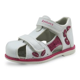 $enCountryForm.capitalKeyWord NZ - Apakowa Brand New 2018 Girls Sandals Pu Leather Toddler Kids Shoes For Girls Orthopedic Closed Toe Baby Flat Shoes Eur 20-25 Y19061906