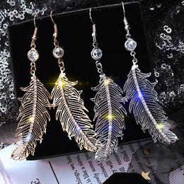 $enCountryForm.capitalKeyWord Australia - Fashion Simple Earrings Light Luxury Feather Earrings for Women Popular Jewelry Wild Red Network Drop Femme Gift O5E728