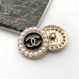 venda por atacado Moda de costura botões Meetee 18 milímetros 23 milímetros de metal pérola botões de acessórios para vestuário de costura mulheres material de vestuário casaco camisola