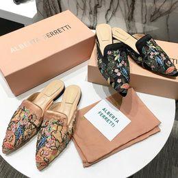 $enCountryForm.capitalKeyWord Australia - 2019 summer high-end brand design Italian brand slide design flat shoes Lok Fu shoes ladies casual slippers embroidered sandals with origina