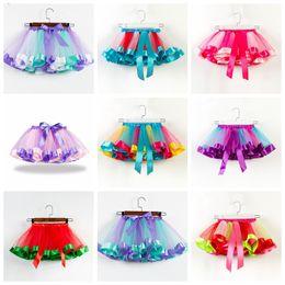Großhandel 19 farben baby mädchen tutus regenbogen farbe mädchen tutu röcke mit bogen kinder mesh kuchen schicht performa kleider passen 2-11 jahre