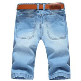 Venta al por mayor de Hombres de gran tamaño Agujeros Pantalones cortos de mezclilla Pantalones cortos para hombre Nuevo Verano Casual Azul claro Pantalones cortos Pantalones cortos Tamaño 42 Sin cinturón SH190628